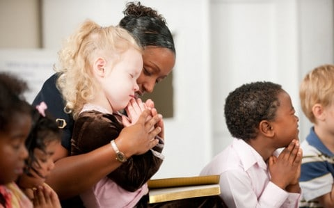 praying-with-children