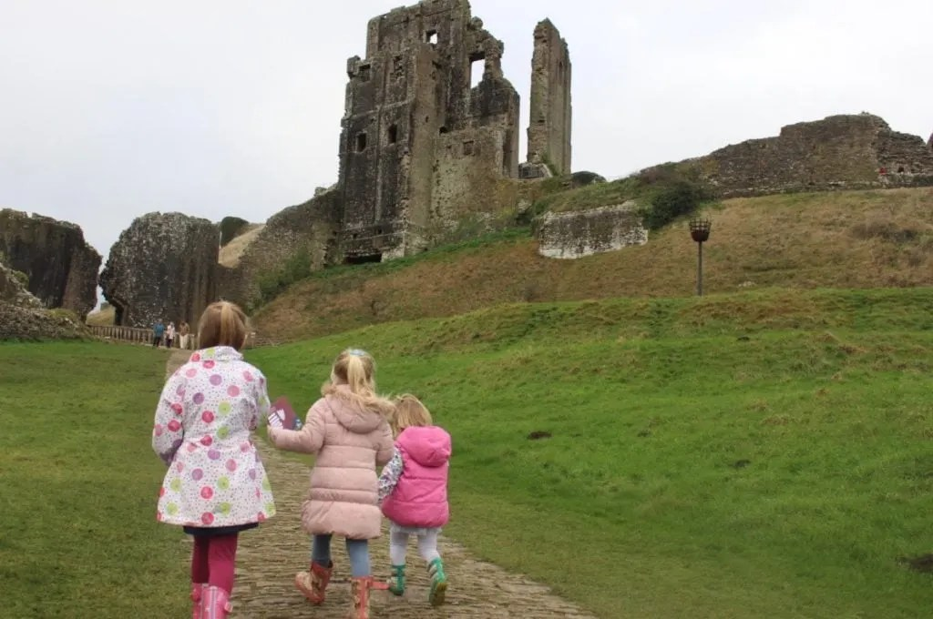 5 Reasons to Visit the Dorset with Kids www.minitravellers.co.uk