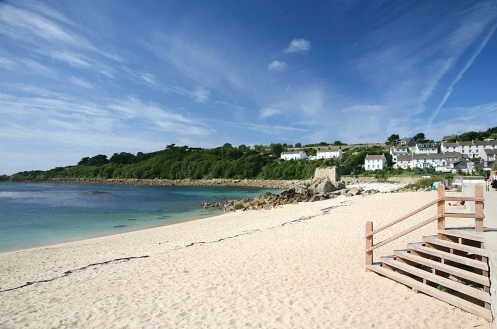 http://www.kiddieholidays.co.uk/27-baby-and-toddler-friendly-places-to-stay-in-cornwall/