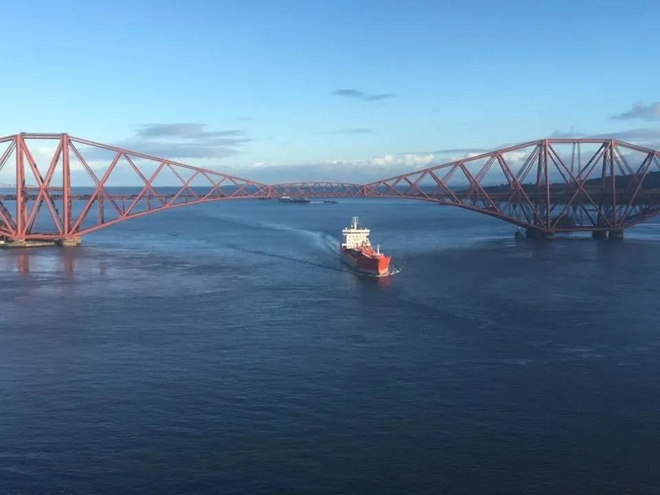 forth bridge ship 2