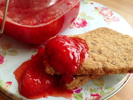 shortbread with strawberry dip