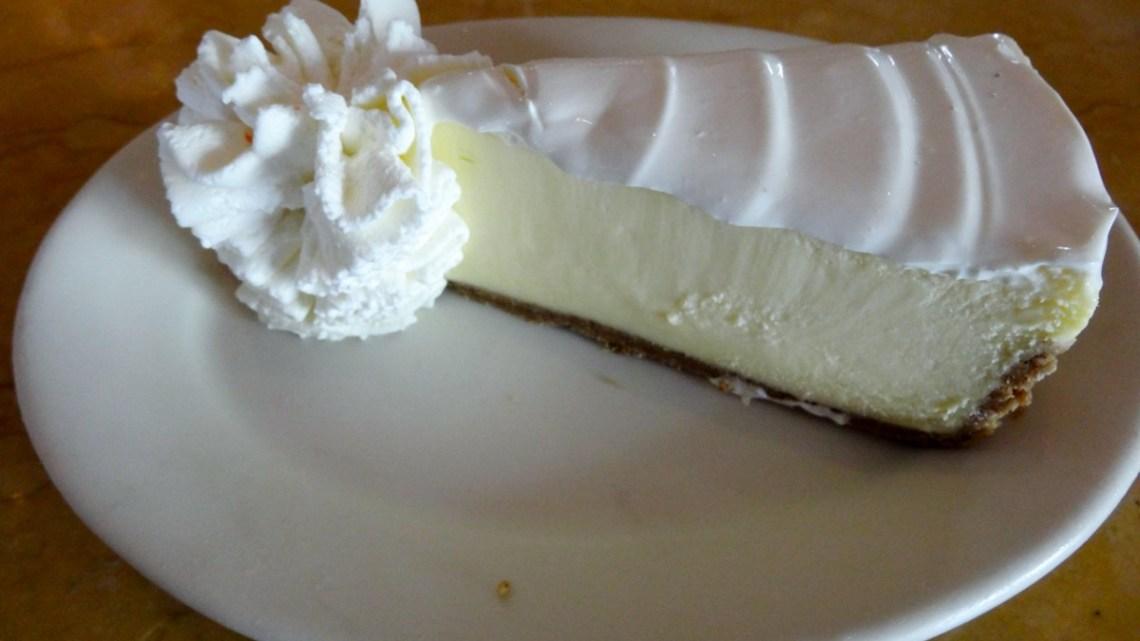 ハワイのチーズケーキファクトリーは予約不可の行列店! そこまで美味しいのか食べてきました
