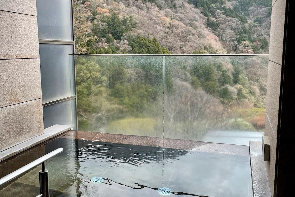 エクシブ箱根離宮 三日月の湯でプライベートスパ