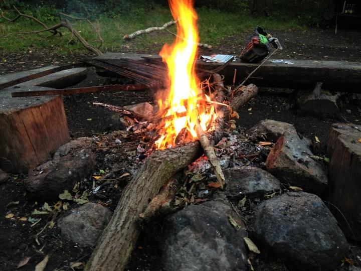Bålet hygger og varmer og giver ro
