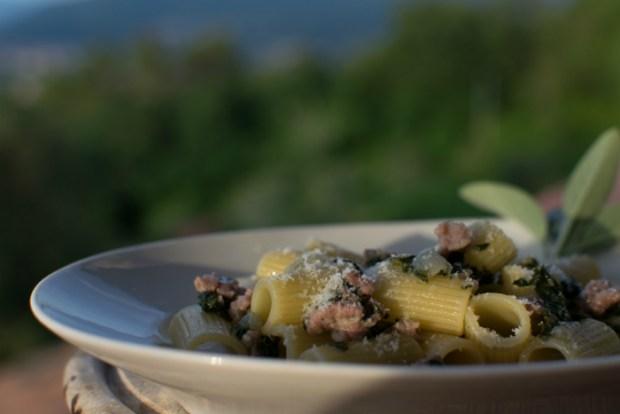 Pasta med bladbeder og salamella