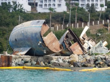 31318 180' steel hulled yacht destroy cement pier