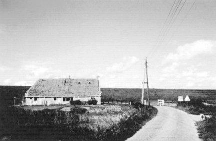 De woning van Enne en Antje Ennema-Dijkstra aan de Skilleane (Koehool) onder Tzummarum