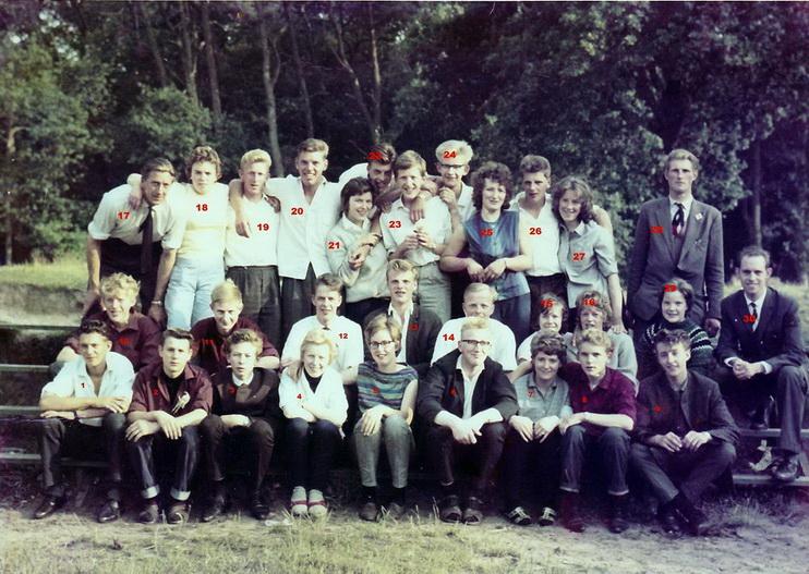 200 Reisje C.J.V. Minnertsga 1964 Staand vRnl Tjeerd Boomsma,O, O, Tytsje Terpstra - kopie-resize