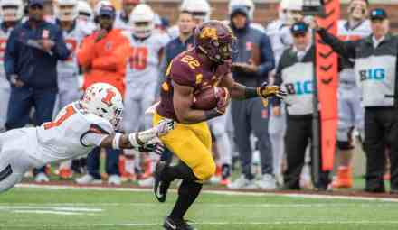 Gophers Get Ugly Homecoming Victory vs Illinois