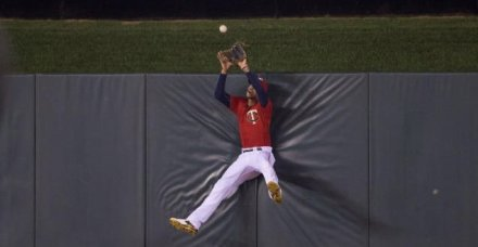 Our Center Fielder is Better than Yours: Byron Buxton WINS Wilson Defensive POY