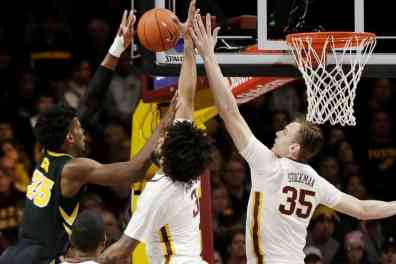 Gopher Basketball Upsets #19 Iowa at the Barn
