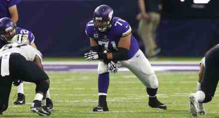 Vikings Name O-Line Coach(es) While Searching for Ways to Improve Position