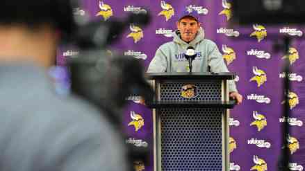 Zimmer Pissed Off Because Offense is Beating Up Defense in Training Camp…