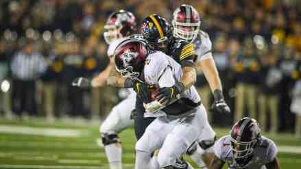 Gophers Dig 1st Half Hole @ Iowa… Bury Themselves in 2nd