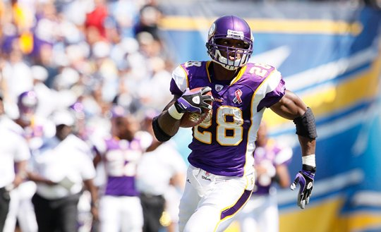 Photo of Adrian Peterson running against the San Diego Chargers