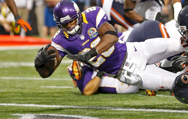 Photo: Adrian Peterson Scores Against The Bears - 750x474png
