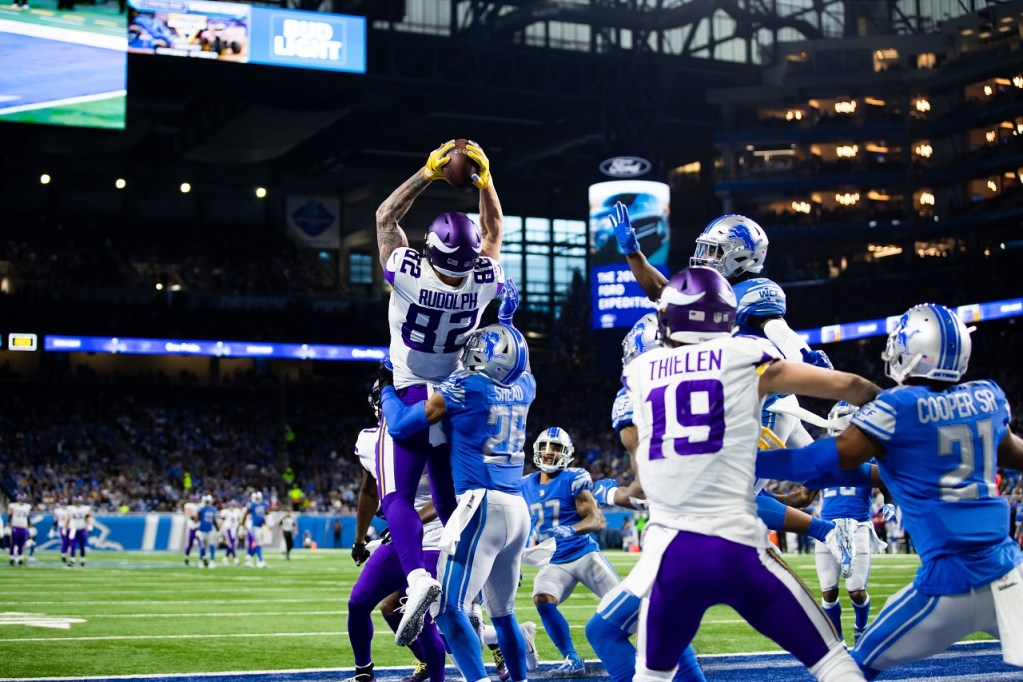 Photo: Kyle Rudolph catches a touchdown vs the Detroit Lions with zero seconds remaining the the half.