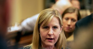 House Speaker Melissa Hortman briefs reporters just after the 2019 legislative session ended with a thud at midnight Monday. (Staff photo: Kevin Featherly)