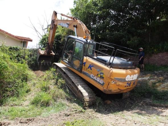 Digging the rear platform.