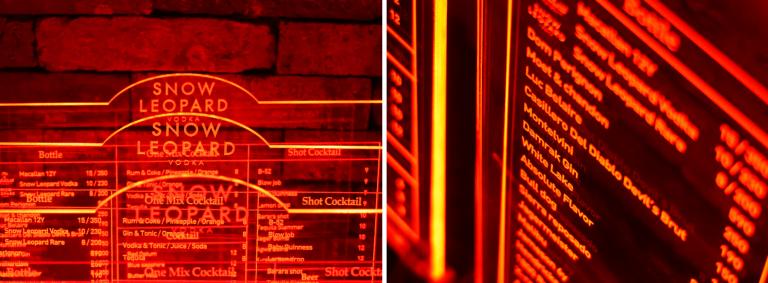 어둑한 바에 최적화된 붉은 LED 투명 메뉴판