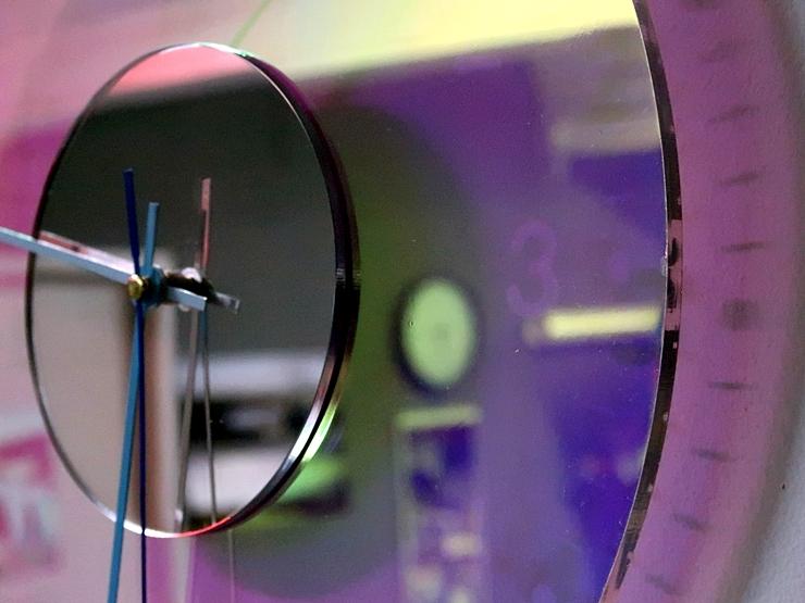 오로라 시계 조명시계 투명시계 007 IMG 6568 다이크로익 벽시계 시계선물 시계조명 주문제작시계