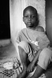 Han bor hemma hos sin mormor eftersom hans egen familj inte har råd att ta hand om honom. Han hjälper till i hemmet och det är inte alls säkert att han kommer få gå i skolan. Det finns inte pengar.