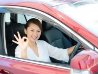 自動車を購入した女性
