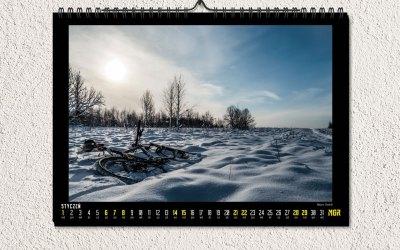free-wall-calendar-mockup-psd-2