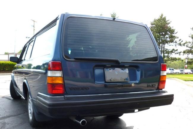 88 Volvo 240 DL Wagon int