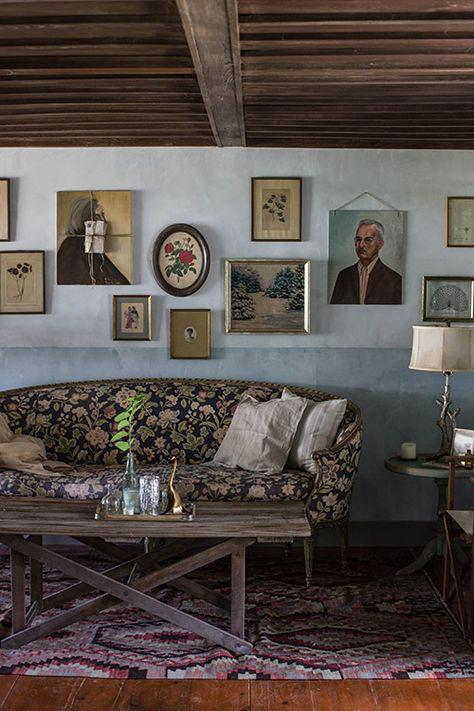 sala clássica com paredes em duas cores