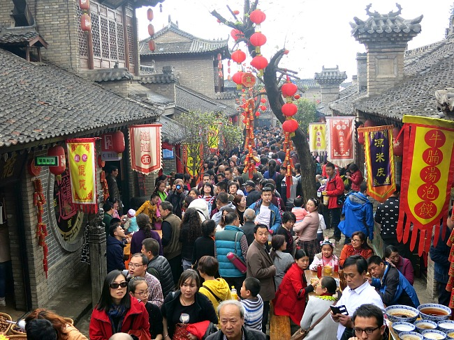 China: Crowd crush in Ma Wei Folk Culture Village