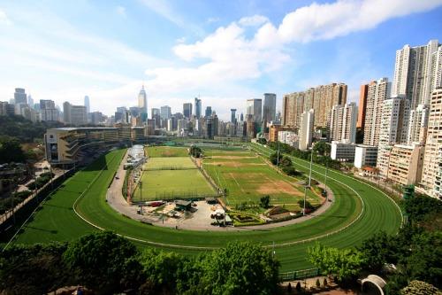 Happy-Valley-Hong-Kong-5