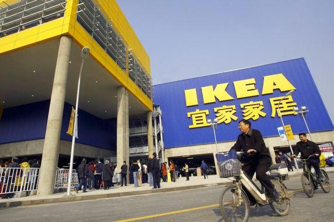 Crowds head to Ikea in China
