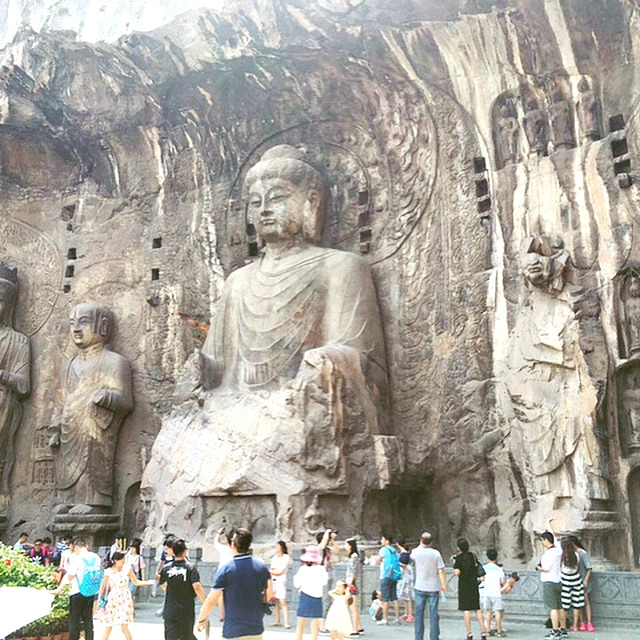 Visiting Longmen Grottoes