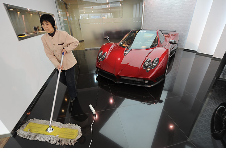 a-cleaner-sweeps-the-floor-china