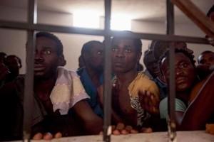 L'église et  L'immigration: Comment  y voir Clair ? - Page 4 Libye-migrants-esclaves-300x200