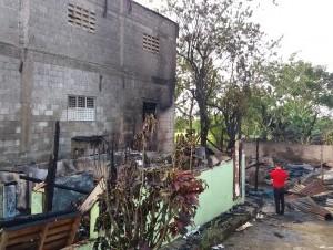 Resultado de imagen para Fuego destruye varias viviendas y establecimientos comerciales