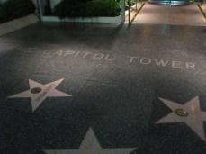 A calçada da entrada do Capitol