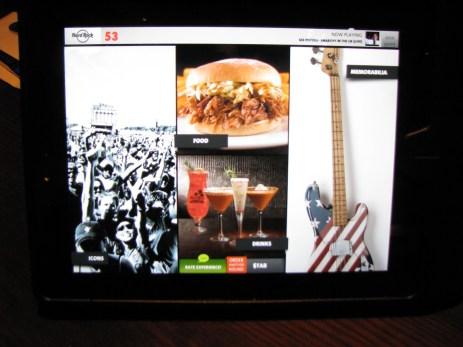 Enquanto se escolhe a comida / bebida, pode-se navegar pelas fotos dos itens e ainda escolher um som para o playlist da casa