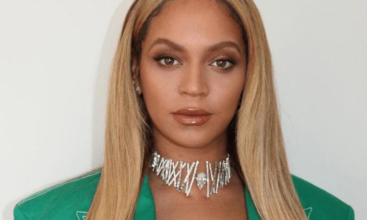 """Beyoncé está negociando para produzir a trilha sonora de """"Pantera Negra 2"""", diz site"""