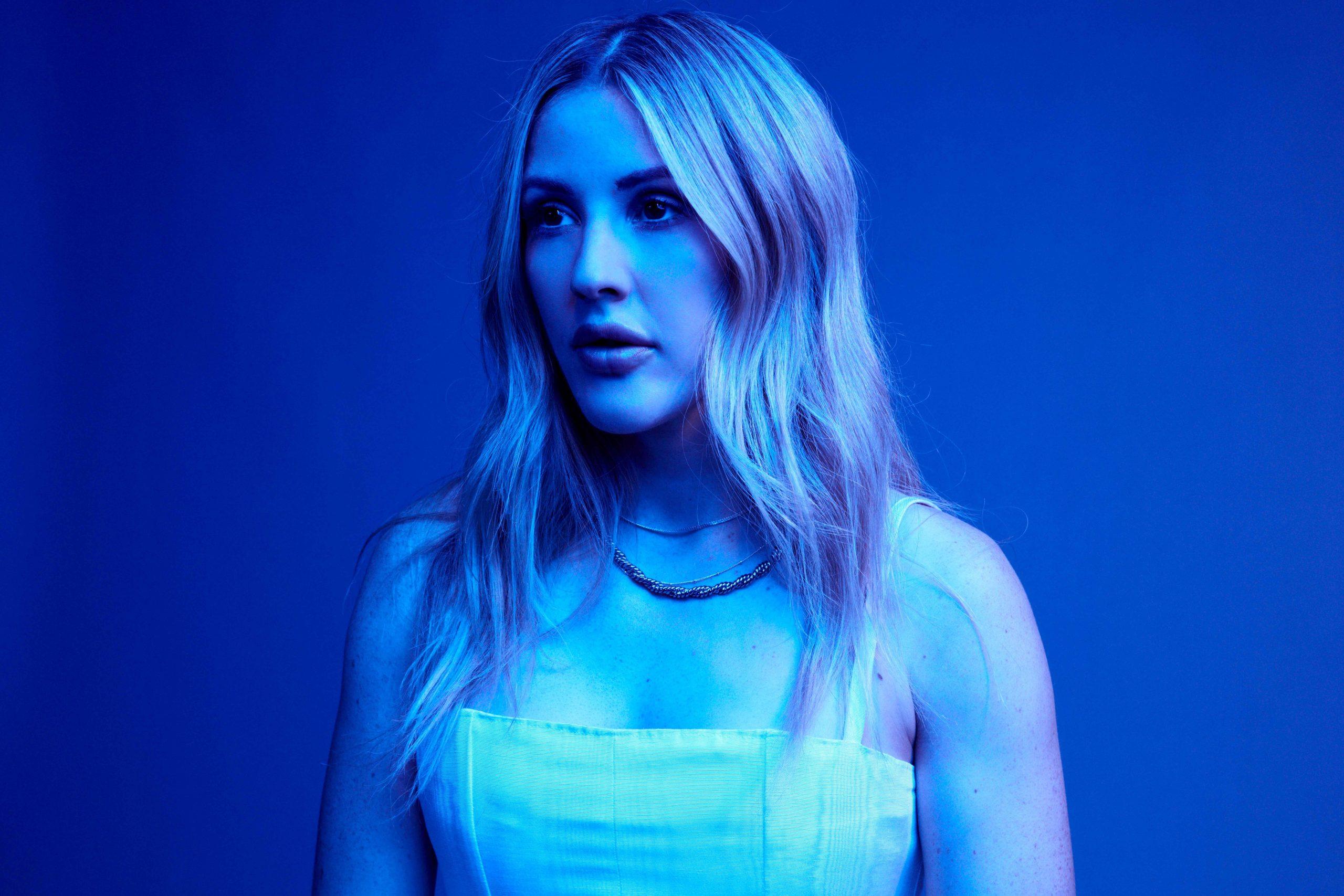 REVIEW: Ellie Goulding está cintilando em azul; ouça Brightest Blue
