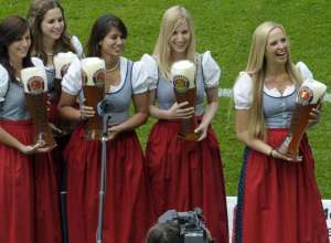 Paulaner-Bayern-Munchen-Girls