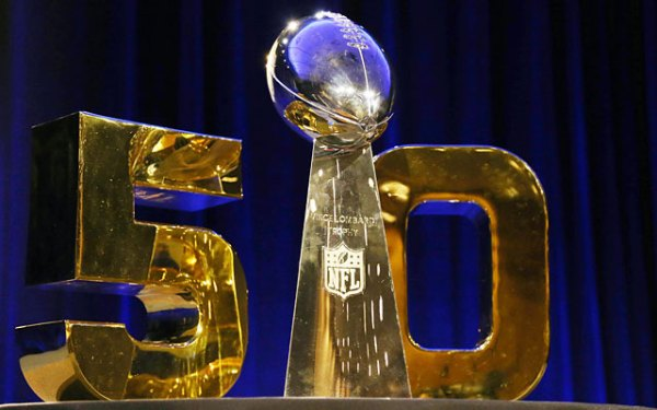 Lombardi_Trophy_Super_Bowl_50