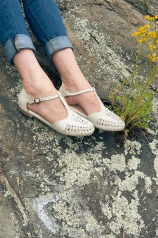 Seychelles Cayenne Flats in Ivory