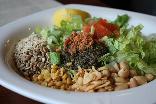 The Many Benefits of Tea Leaf Salad