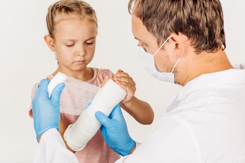 3 Things To Consider When Choosing A Hand Surgeon In Buffalo NY For Your Kids