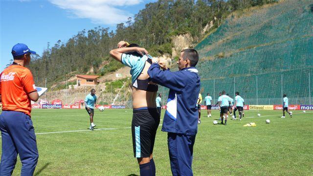En la selección Ecuatoriana de Futbol… Chamorro y Román documentan las prácticas