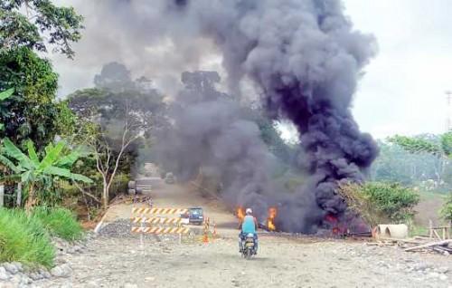 Este es uno de los cinco atentados que se registraron ayer por parte de los frentes 32 y 48 de las Farc, contra el oleoducto Transandino en los municipios de Orito, San Miguel y La Hormiga Valle del Guamuez, Bajo Putumayo. Una persona resultó herida.