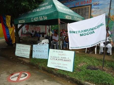 Trabajadores de las alcaldia de Mocoa, en paro
