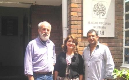 De izquierda a derecha Henk van der Werff botánico del Jardín Botánico de Missouri; Luz Marina Mantilla Cárdenas, directora general Instituto Sinchi, y Dairon Cárdenas López, Director del Herbario Amazónico Colombiano